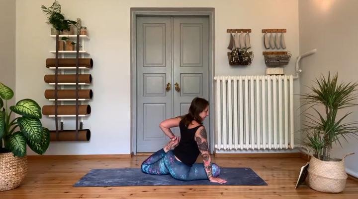 półgołąb joga